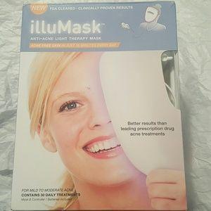 Illumask acne light therapy treatment